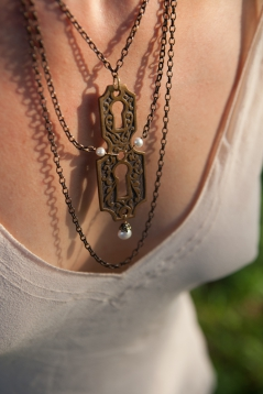 Antique Bronze Double Skeleton Key Hole Necklace with Fresh Water Pearl